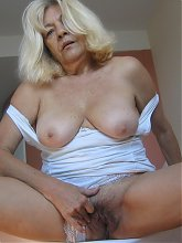 When mama gets horny she needs something in her pussy