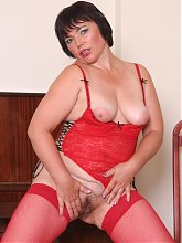 Chubby older gal Anna takes a cock inside her hairy poon and drains cum onto her mouth